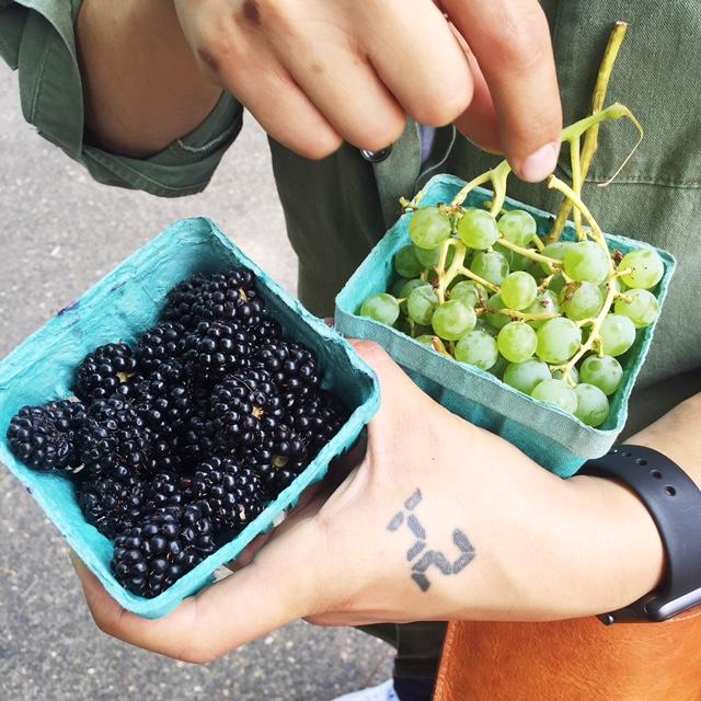 portland-farmers-market-blackberries-grapes