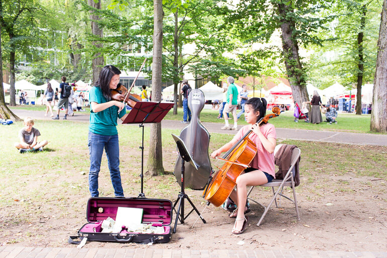 violin-college-students-portland-fwtrmers-market