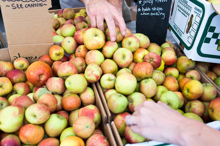apples-see-canyon-farmers-market