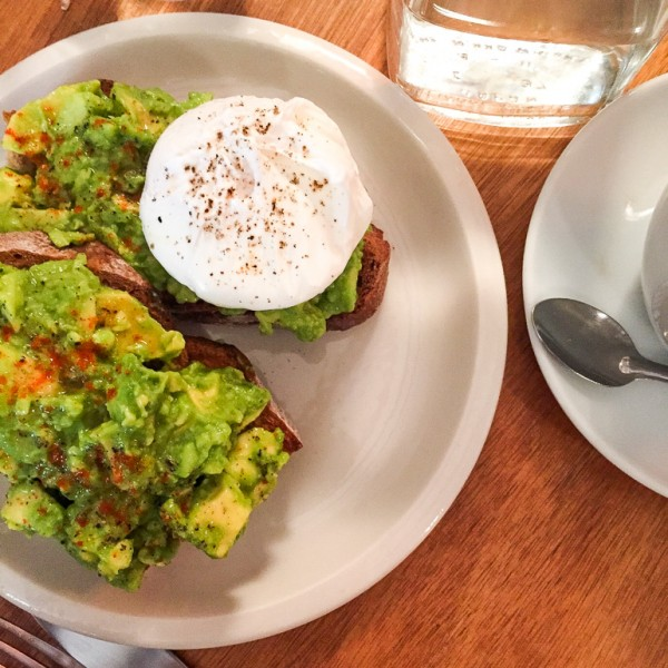 avocado-toast-poached-egg-paris