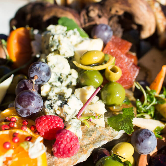 oregon-blue-cheese-platter-berries-olives