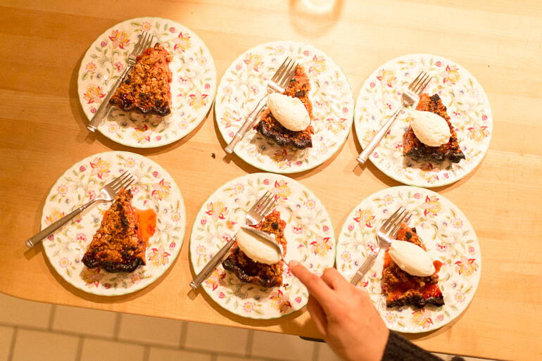 strawberry-pie-quenelle-cream-catering