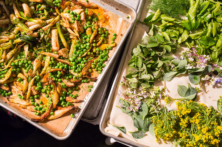 peas-flowers-garnish-edible-catering