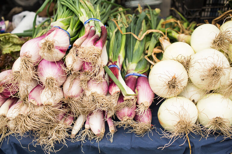 shopping-catering-heirloom-la-SMFM-onions